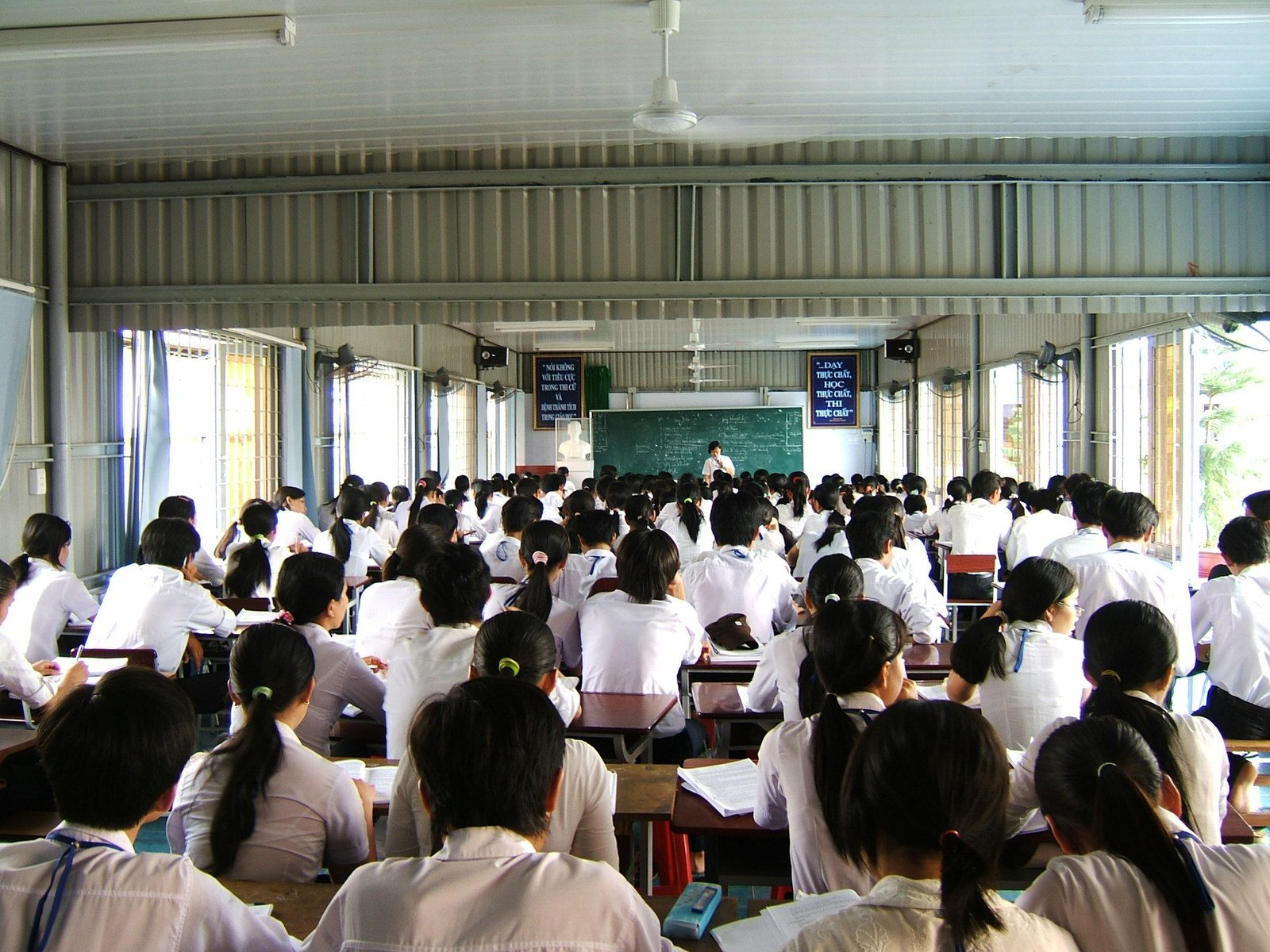 Vietnam adopts the simultaneous, rather than sequential, model of school renovation: principals' and teachers' perspectives